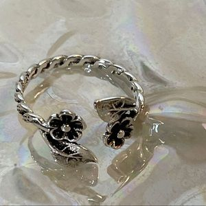 New Sterling Silver Flowers Ring